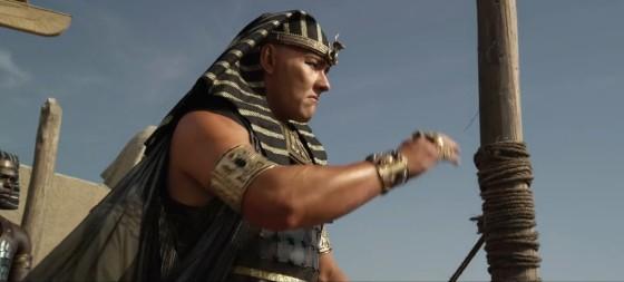 Faraon Ramses je odhadlaný zastavit Mojžíše.