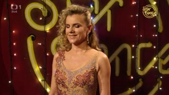 Leona Machálková je také dobrá tanečnice.
